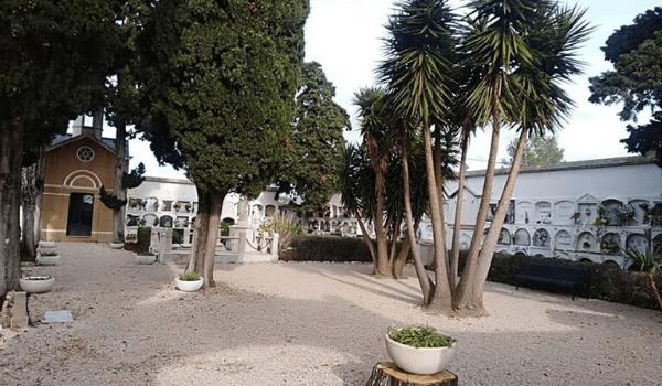 L'Ajuntament de la Pobla de Montornès reobre el cementiri municipal, la porta del qual s'ha motoritzat