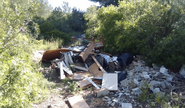 Abocaments il·legals de residus en dipòsits incontrolats a La Pobla de Montornès